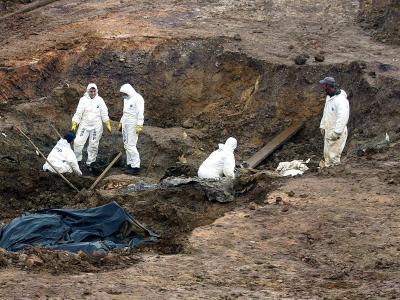 Um ihre Verbrechen zu vertuschen, hatten serbische Verbände die Leichen auf sogenannte Sekundärgräber verteilt. Foto: Str