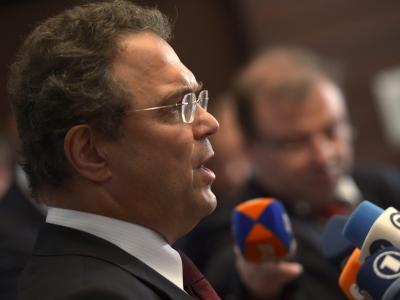 Da war er noch «sehr zufrieden»: Innenminister Hans-Peter Friedrich nach Gesprächen über die NSA-Affäre im Juli in Washington. Foto: Shawn Thew/Archiv