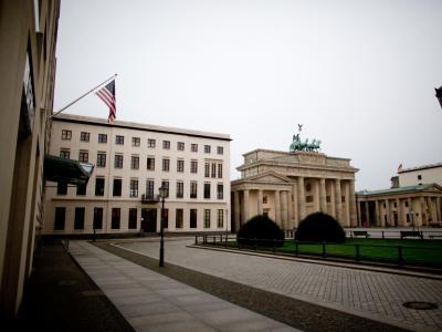 Die US-Botschaft in Berlin befindet sich direkt neben dem Brandenburger Tor. Foto: Kay Nietfeld