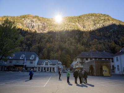 Es werde Licht: Mit riesigen Spiegeln haben die Einwohner des norwegischen Örtchens Rjukan Sonne in ihr düsteres Tal gebracht. Foto: Tore Meek