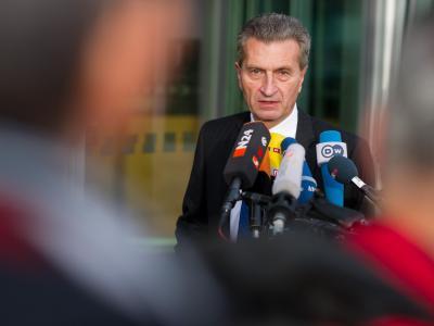Günther Oettinger will die die Kosten für Atomenergie transparenter machen. Foto: Tim Brakemeier