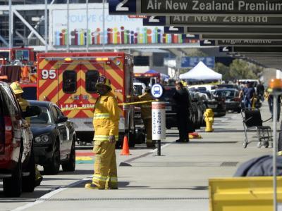 Feuerwehr und Sicherheitskräfte am Terminal 3 in Los Angeles. Foto: Michael Nelson