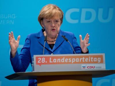 Die CDU-Vorsitzende und Bundeskanzlerin Angela Merkel spricht in Greifswald beim Landesparteitag der CDU Mecklenburg-Vorpommern. Foto: Stefan Sauer