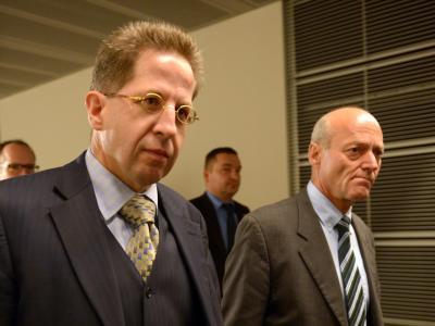 Der Präsident des Bundesamtes für Verfassungsschutz, Hans-Georg Maaßen (l), und der Präsident des Bundesnachrichtendienstes, Gerhard Schindler. Foto: Rainer Jensen