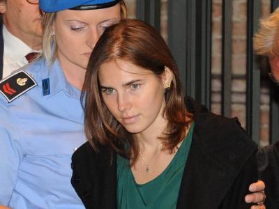 Amanda Knox wird im Oktober 2011 in Perugia in den Gerichtssaal gebracht. Foto: Pietro Crocchioni /ANSA/Archiv