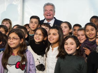 Bundespräsident Joachim Gauck besucht Mannheim, um sich über die Situation der Sinti und Roma zu informieren. Foto: Uwe Anspach/dpa