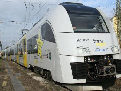Ein Zug der MittelrheinBahn in Mainz: Die Zuggesellschaft kann derzeit nicht alle Verbindungen bedienen. Foto: Fredrik von Erichsen/Archiv