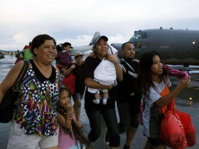 Überlebende auf Flughafen Tacloban