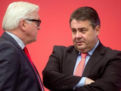 Kaum haben sie ihren schwierigen Parteitag hinter sich gebracht, geht es bei den Koalitionsgesprächen weiter. Fraktionsvorsitzender Steinmeier (l.) und SPD-Chef Gabriel. Foto: Kay Nietfeld