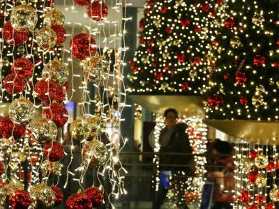 Weihnachtsdeko in Oberhausen: Wer 2014 geschickt plant, kann man mit dem Einsatz weniger Urlaubstage mehr herausholen Foto: Roland Weihrauch