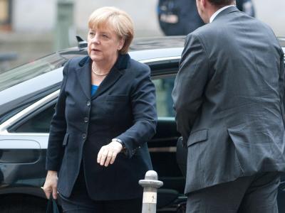 Kanzlerin Angela Merkel (CDU) kommt zu einer weiteren Runde bei den Koalitionsverhandlungen im Willy-Brandt-Haus in Berlin. Foto: Maurizio Gambarini/dpa