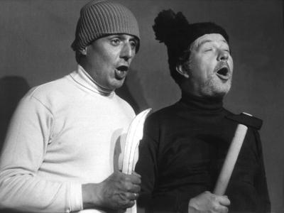 Die Kabarettisten Dieter Hildebrandt (l) und Klaus Havenstein in einer Szene des Progamms