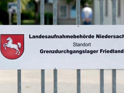 Bundespräsident Gauck besucht das Durchgangslager. Foto: Swen Pförtner