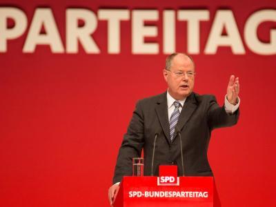 Peer Steinbrück - hier beimSPD-Parteitag in Leipzig - warnt vor einem Scheitern des SPD-Mitgliederentscheids. Foto: Hannibal
