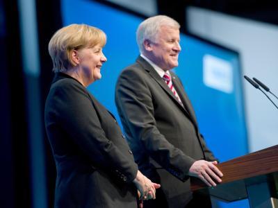 Horst Seehofer und Angela Merkel beim Parteitag der CSU. Foto: Tobias Hase