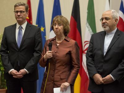 Guido Westerwelle, Catherine Ashton und Irans Außenminister Zarif in Genf. Foto: Martial Trezzini