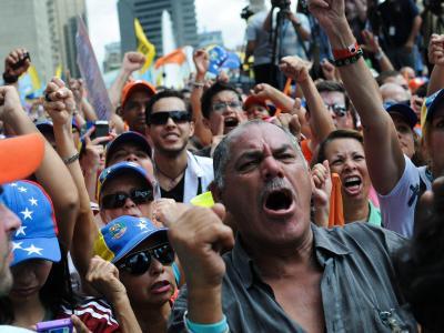 Immer mehr Menschen protestieren inVenezuela gegen Präsident Maduros zunehmende Vollmachten. Foto: Manaure Quintero
