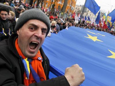 «Die Ukraine gehört zu Europa», skandierten Menschen mit Europafahnen. Foto:Sergey Dolzhenko