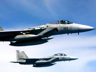 Japanische Kampfjets über Kyushu in Südjapan. Im Streit mit Japan um eine unbewohnte Inselgruppe schafft China neue Fakten. Die Errichtung einer chinesischen Luftverteidigungszone in dem Seegebiet erhöht das Risiko einer militärischen Konfrontation. Foto: