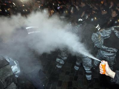 Während der Proteste setzten sowohl die Polizei als auch die Demonstranten Pfefferspray ein. Foto: Sergey Dolzhenko