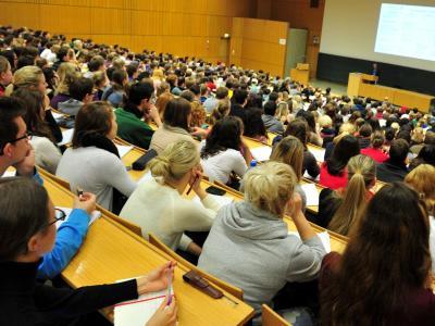 Die Statistiker gehen davon aus, dass sich die Erstsemesterzahlen bei etwa einer halben Million jährlich einpendeln. Foto: Jan-Philipp Strobel