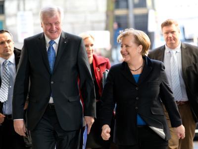 CSU-Chef Horst Seehofer und die amtierende Bundeskanzlerin Angela Merkel kommen ins Willy-Brandt-Haus zu den Koalitionsverhandlungen mit der SPD. Foto: Kay Nietfeld