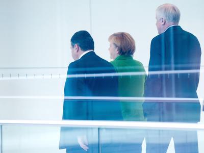 Nach fünfwöchigen Verhandlungen steht der Koalitionsvertrag von Union und SPD. Gabriel (v.l. n. r.), Merkel und Seehofer. Foto: Maurizio Gambarini