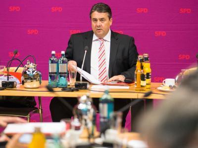 SPD-Vorsitzende Sigmar Gabriel muss an der SPD-Basis viel Überzeugungsarbeit leisten. Foto: Hannibal