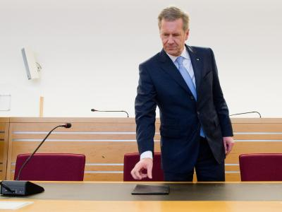 Im Korruptionsprozess um Ex-Bundespräsident Christian Wulff soll ein Sicherheitsmann als Zeuge befragt werden. Foto: Julian Stratenschulte