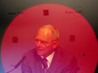 Wolfgang Schäuble nennt die im Koalitionsvertrag festgeschriebenen Vorhaben «eine vorsichtige, ehrgeizige, aber realistische Planung.» Foto: Daniel Reinhardt