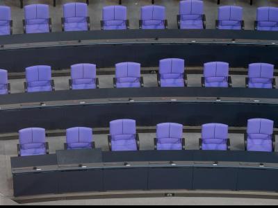 Leere Regierungsbank im Bundestag: Wer wird was im neuen Bundeskabinett? Diese Frage bleibt erstmal unbeantwortet.Foto: Hannibal