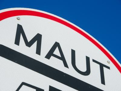Union und SPD haben sich in ihren Koalitionsverhandlungen zwar darauf verständigt, 2014 ein Gesetz zur Pkw-Maut zu verabschieden, dies aber unter Vorbehalt gestellt. Foto: Stefan Sauer