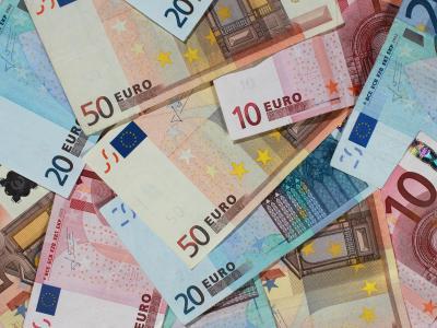 Besserverdiener werden im kommenden Jahr mehr in die Sozialkassen einzahlen müssen - im Einzelfall bis zu 251 Euro im Jahr. Grund sind höhere Beitragsbemessungsgrenzen als Folge gestiegener Einkommen.Foto: Oliver Berg