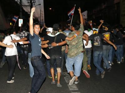 In Bangkok spitzen sich die Proteste gegen die Regierung zu. Rungroj Yongrit Foto: Rungroj Yongrit