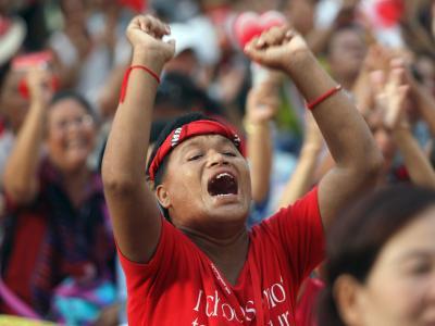 Die politischen Unruhen inThailand halten seit Jahren an: Ein Demonstrant im Mai 2010. Foto: Rungroj Yongrit