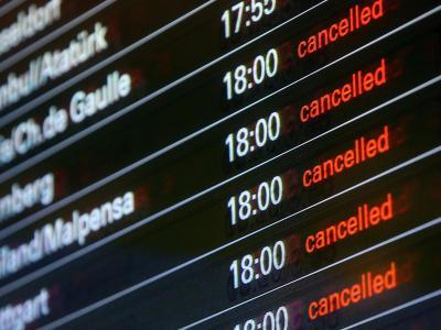 Wegen des Orkans Xaver hat der Hamburger Flughafen die Tore geschlossen. Foto: Bodo Marks