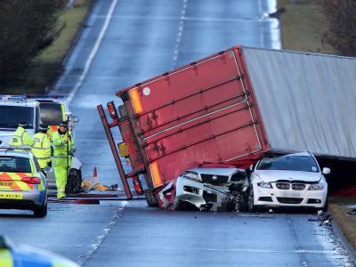 Verkehrsunfall mit Todesfolge: Orkantief «Xaver» wütete auch in Schottland mit zerstörerischer Kraft. Foto: Andrew Milligan