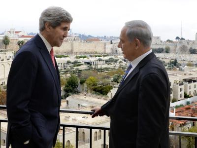 US-Außenminister Kerry spricht mit Israels Regierungschef Netanjahu über Sicherheitsfragen. Foto: Matty Stern