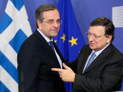 Griechenlands Ministerpräsident Samaras (l, mit Barroso) steht eine weitere Kraftprobe bevor. Foto: Olivier Hoslet