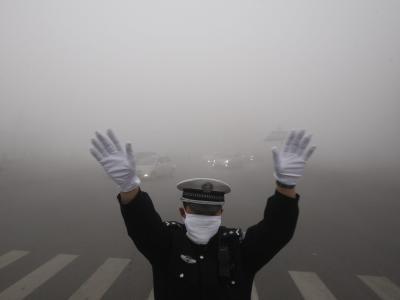 Auch Fahrverbote helfen derzeit nicht gegen den Smog inChina. Foto: Hao Bin