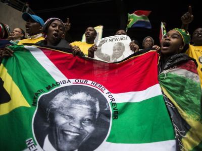 «Mandela, es gibt keinen anderen wie dich», rufen Zehntausende im Johannesburger Stadion. Foto: Ian Langsdon