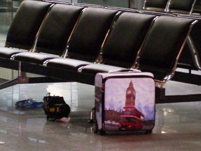 Herrenloser Koffer im Terminal des Flughafens Düsseldorf. Foto: Bundespolizei