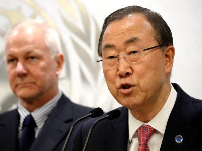UN-Generalsekretär Ban Ki Moon und Ake Sellström bei einer gemeinsamen Pressekonferenz. Foto: Justin Lane