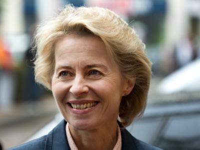 Mit Ursula von der Leyen wird erstmals eine Frau Verteidigungsministerin. Es ist eine echte Sensation. Foto: Jochen Lübke/Archiv