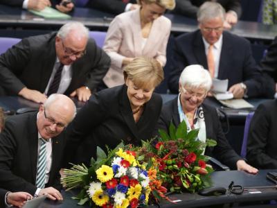 Blumen für Bundeskanzlerin Angela Merkel nach ihrer Wiederwahl. Foto: Kay Nietfeld
