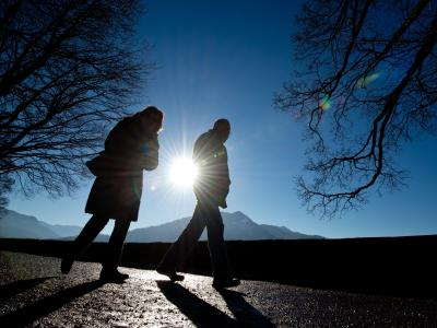 Spaziergänge und ausreichend Schlaf sind gerade im Winter zu empfehlen. Foto: Lukas Barth