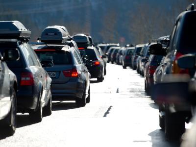 Am stärksten werden an den Stautagen die Fernstraßen in Richtung Wintersportgebiete der Alpen und Mittelgebirge belastet sein. Foto: Sven Hoppe