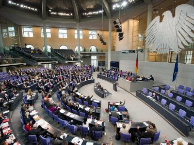 Der Bundestag hat das Eilgesetz zur Preisstoppverlängerung für patentgeschützte Medikamente verabschiedet. Foto: Maurizio Gambarini