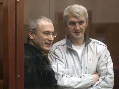 Der immer noch inhaftierte Platon Lebedew (r.) war Geschäftspartner des einstigen Ölmilliardärs Chodorkowski. Foto: Sergei Chirikov/Archiv