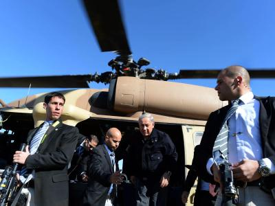 Der Israelische Premier Benjamin Netanjahu landet in Sderot, in der Nähe des Gazastreifen. Foto: Kobi Gideon